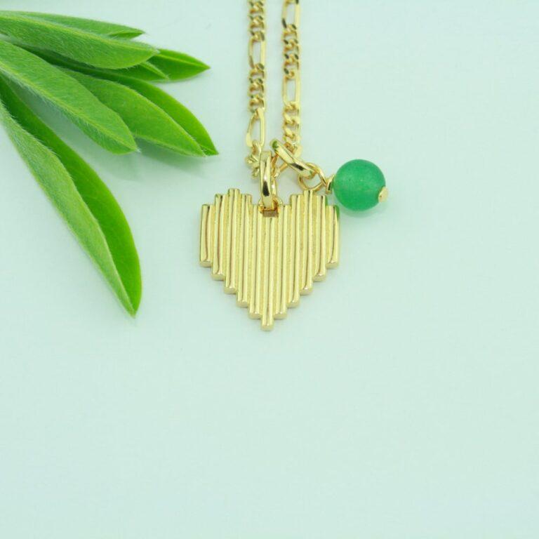 Birthstone for maj er smaragd. Her kombineret med Heart Rock halskæde.
